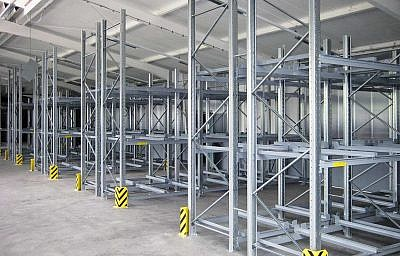 Pallet storage in an industrial environment